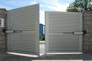 Portail d'entrée, portail de jardin, portails, portail à battants, portail automatique, super-clôture