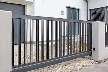 Super-Clôture, Wagner, France, portail coulissant, portail, aluminium, classique, clôture barres rondes,