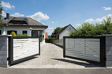 Portail d'entrée, portail à battants, portail à double battant, portail de jardin, portails, super-clôture