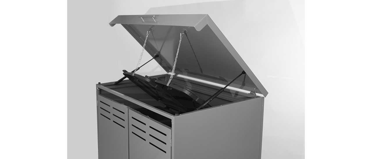 Coffre multifonction en aluminium avec couvercle ouvert, vue de face en biais